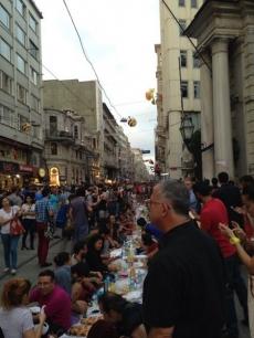 Taksimde 2 farklı iftar